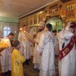 Визит архипастыря в поселок Нижний Одес: : Архиерейское Богослужение