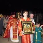 Крестный ход вокруг храма в Пасхальную ночь