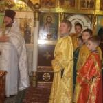 Внимательые и послушные  алтарники на Рождественской службе